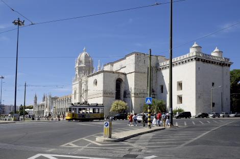 ジェロニモス修道院と路面電車