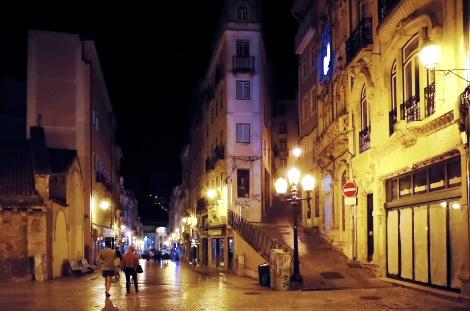 夜のコインブラ旧市街