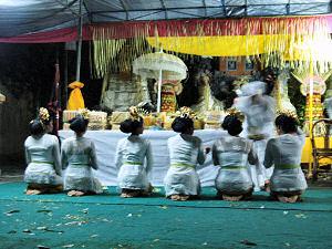 地元の寺院のお祭り