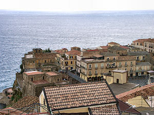 ピッツォの町の遠景