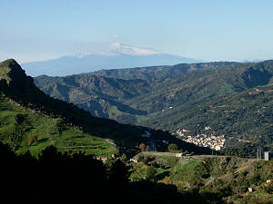 山道から見えたエトナ山