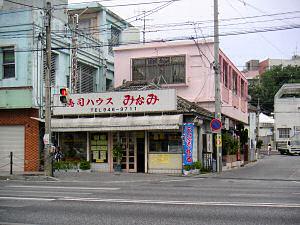 大通り沿いの商店