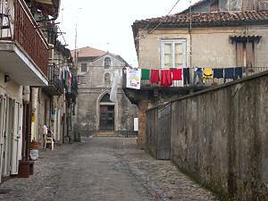 セッラ・サン・ブルーノ旧市街の洗濯物