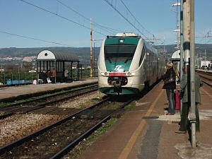 ミヌエットがロザルノ駅に到着