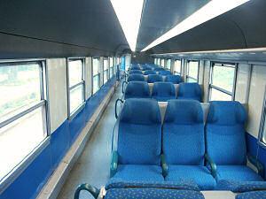新しい客車の車内