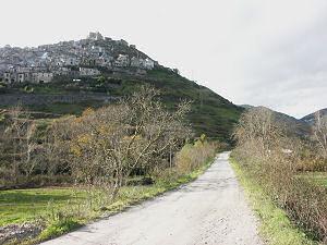 モラーノの山裾を通る廃線跡