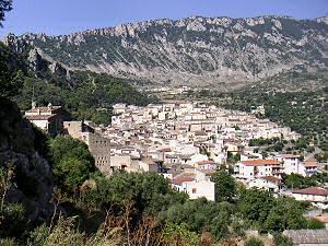 チヴィタの町の全景