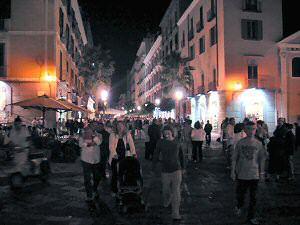 週末のサレルノのメインストリート