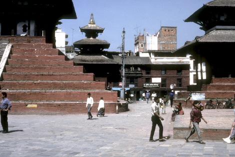 1989年のシヴァ寺院前