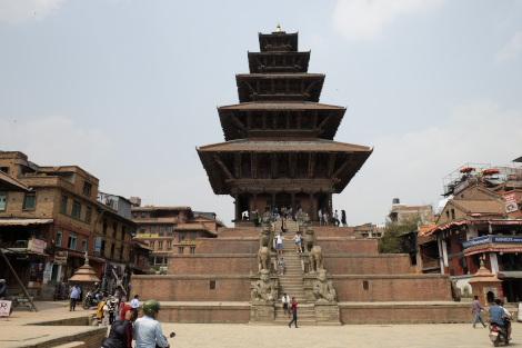 ニャタポーラ寺院