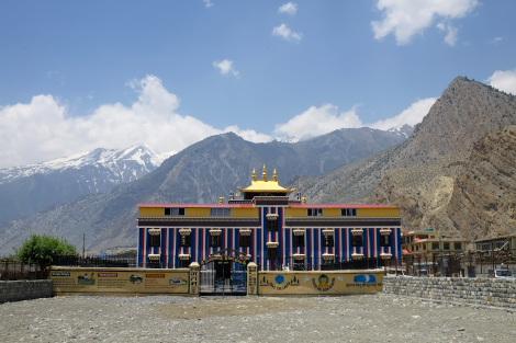 ジョムソンのチベット仏教寺院の外観